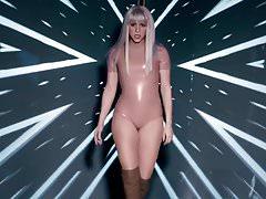 Shakira Beute in Latex schütteln