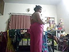 Heiße Tante erwischte eine versteckte Kamera