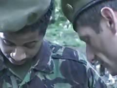 Britische Armeeschlacke wird misshandelt