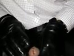 Penish playing in leather and gloves | Porn-Update.com