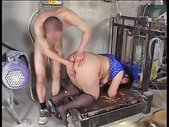 Dupa babci pieprzona w młynie podłogowym