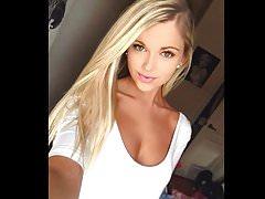 Blonde sexy jonge hete vrouw eikels mannen voor cuckold man