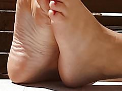 Francuski kochanek szpieguje stopy mojej kuzynki żony