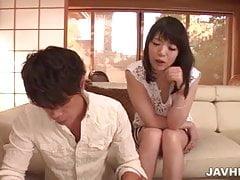 Nao Mizuki bietet Blowjob vor dem richtigen Sex