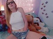 Cute Teen Babe Pleasure Herself on Cam