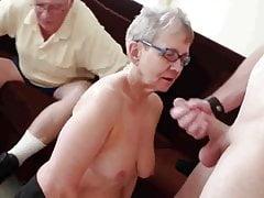 Oma & Ehemann laden einen jungen Hengst ein, sie zu ficken