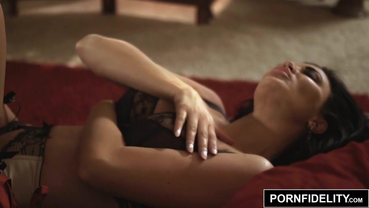 Обнаженная девушка мастурбирует в колготках видео