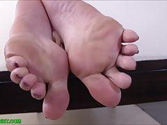 Moje stopy będą mleć twojego penisa