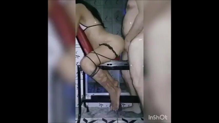 Баба рукой дрочит мужику хуй
