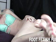Sie werden es lieben, meine perfekten Füße zu verehren