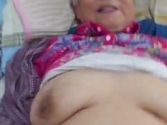Sehr nette chinesische Oma, die fickt