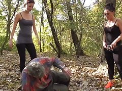 Update Herrin Ronja und Lady Lucy dominieren Sklaven im Freien