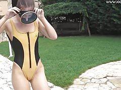 Minnie continua a uscire in piscina