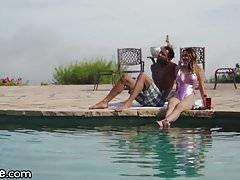 2 Teen Babes von BBCs im Urlaub gefickt