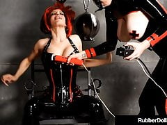 Latex Dom RubberDoll Wibruje Clit With Shae Fatale!