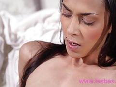 Lesbea Anie Darling und Ashely Ocean romantische Pussy lecken