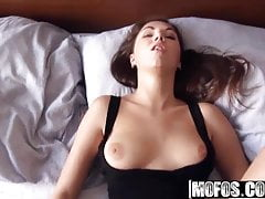 Jay Dee - Russian Cutie dà una prova anale - Proviamo anale