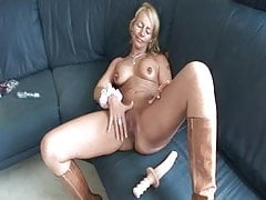 BLONDE MILF LIKES DILDO AND COCK...usb