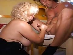 Mamma trasforma la sua non figlia in una puttana 9