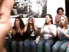 Hot ragazze che giocano con gli strippers Dick