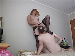 -Blonde Stocking Slut robi Face Sitting