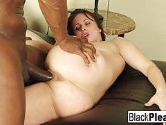 Super seksowna Jackie Jevaux otrzymuje czarnego penisa w biurze