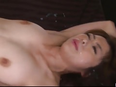Maki Hojo Gangbang Sex in rauen Büroszenen