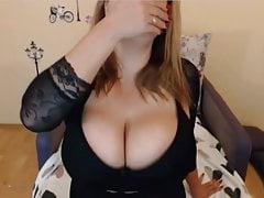 Milkykandy zeigt ihre großen Titten und ihren großen Arsch