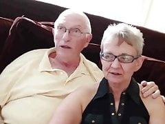 Nonna e nonno con ragazzo