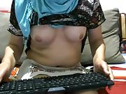 turkish webcambabe shows her boobs