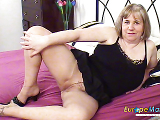 Milf Mature xxx: EuropeMaturE Auntie Trisha Solo Toy Masturbation