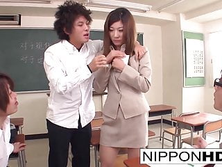 Porno video: Japanese teacher blows a bunch of her students