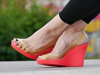 Amateur Femdom porno: Feet 027 - Pink Wedges