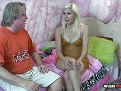 Blonde Teen liebt seinen harten Opa Schwanz