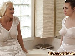 Mormone missionaria in bagno