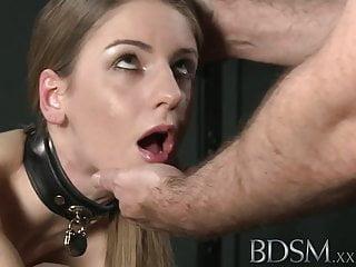 bdsm xxx年輕的大胸子從主人得到硬肛門