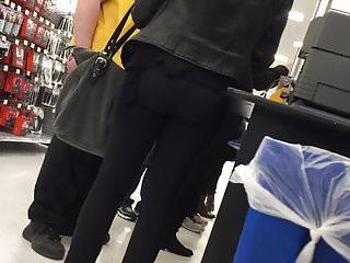 Voyeur Brunette Big Ass video: Fit Brunette Bubble Butt in Yoga Pants