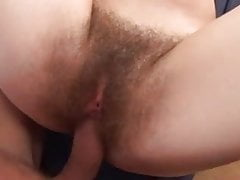 Hairy Lia dostane Schlonged