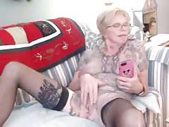 Oma mit Tattoos
