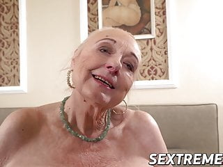 Blowjob Big Cock video: Creampie fuck session with a real old granny who loves cock