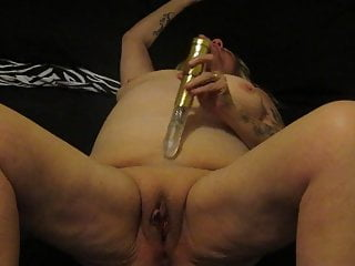 Bbw British Mature video: bbwsandy playing with her lovely wet juicy cunt!