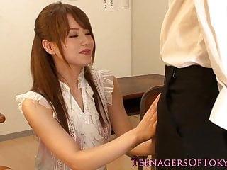 在教室里捣蛋日本青少年捣蛋