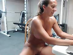 MUY CALIENTE MUJER MILF MUSCLE SQUIRT
