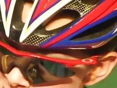Ragazze sexy vestite in bici