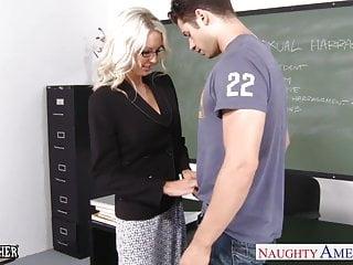 性教師艾瑪斯塔爾在教室裡採取公雞