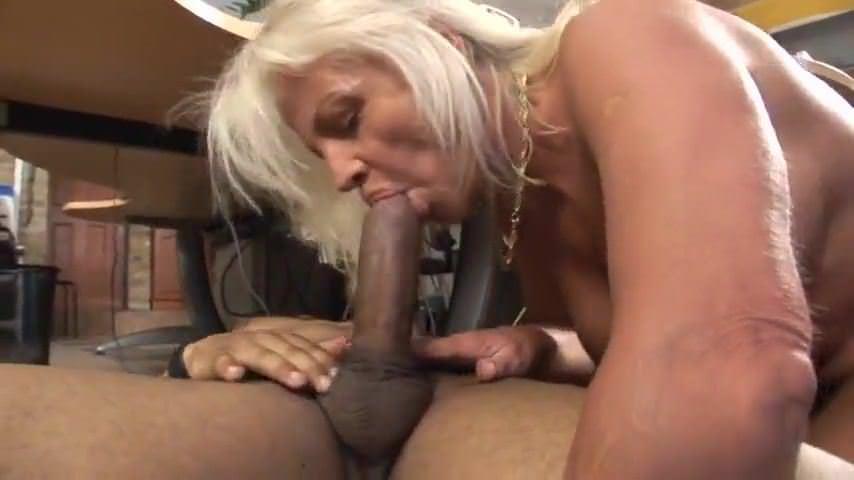 Транс на массаж в порно