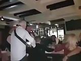 Nasmrkana sestra pusi kurac bratu na veselju
