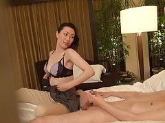 Sottotitolato giapponese seduttrice massaggiatore milf massaggiatore in HD