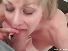Fetish Fun With Sexy GILF amatoriale
