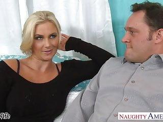 熱的妻子菲尼斯瑪麗得到粉紅色的twat性交